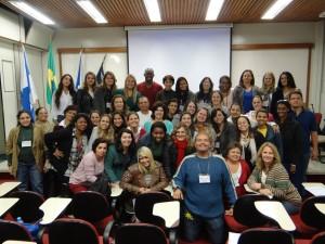 Os alunos da edição anterior, com o coordenador, Dr Alfred Sholl-Franco ao centro