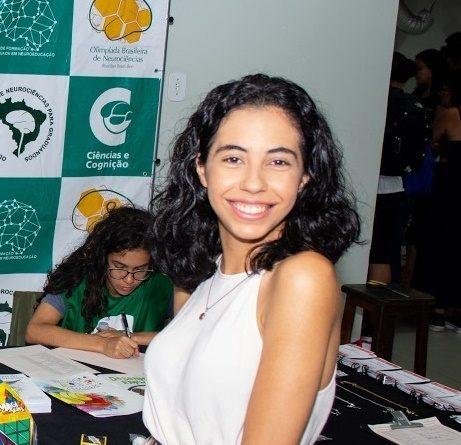 Aliny Carvalho inicia pesquisa sobre estimulação visuomotora na escrita e leitura de alunos disléxicos